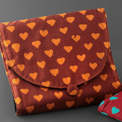 Heart Print Divided Plug and Jewelry Pouch