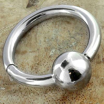 Captive Clicker Ring