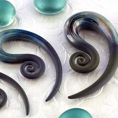 Mini spiral talons (Green pearl seaglass)