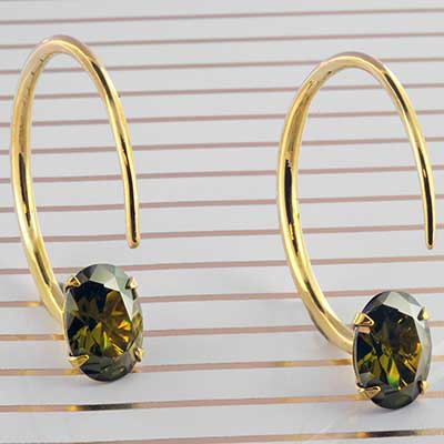 Solid Brass Small Tsabit Design with Faceted Peridot Glass