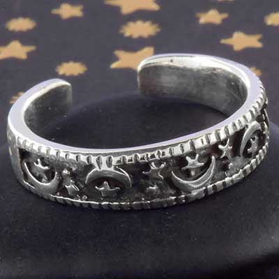 Silver moon and star adjustable toe ring