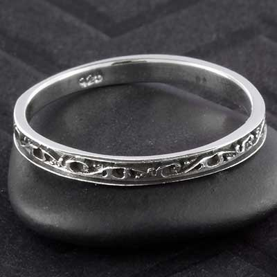 Silver petite scrollwork ring