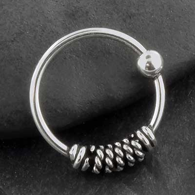 Twisted fixed bead ring