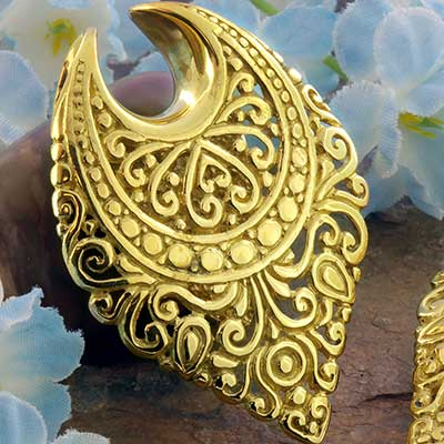 Brass Teardrop Sheild Saddle Design