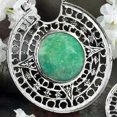 White Brass Isis Clasp Design with Amazonite