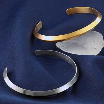 Ridge Bangle Bracelet