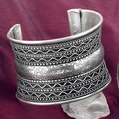 Metal Saddle Cuff Bracelet