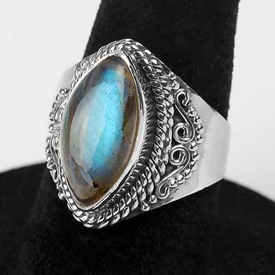 Splendid Point Labradorite Ring