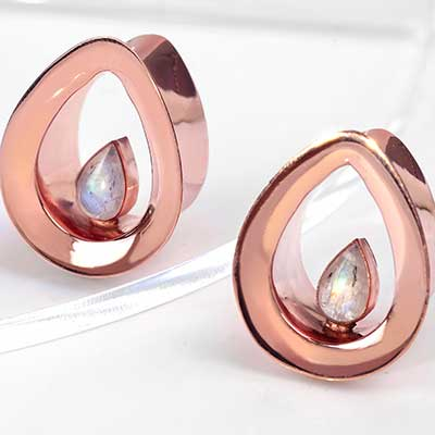 18K Rose Gold Evoke Eyelets with Rainbow Moonstone